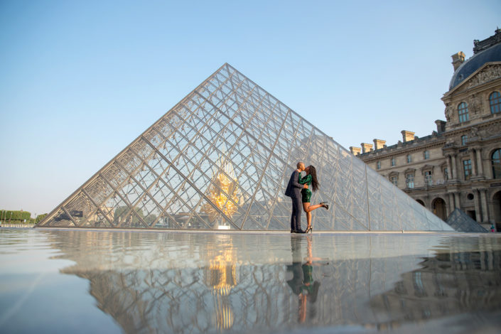 photographer in paris proposal romantic louvre