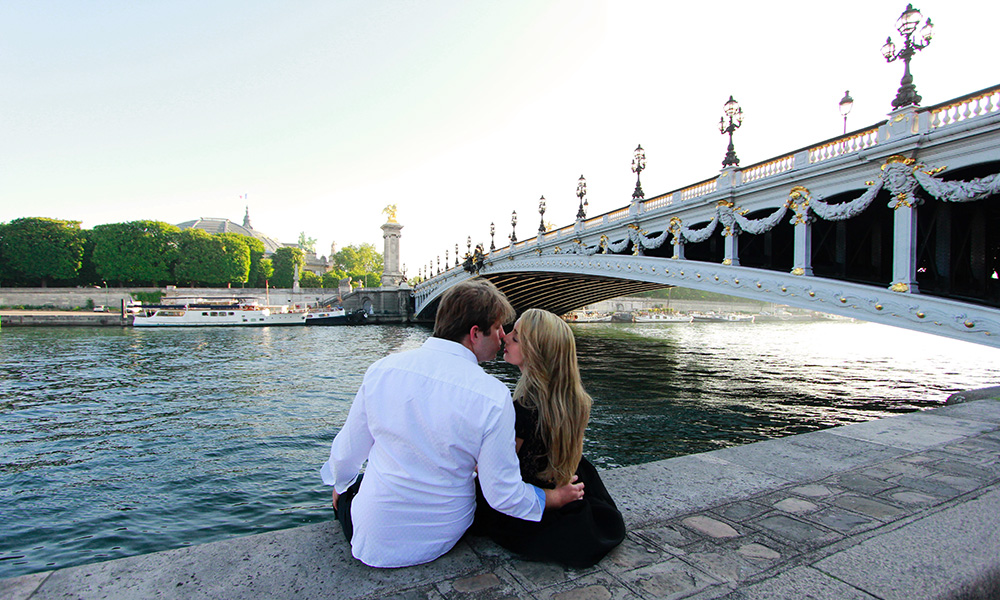 bruno barbero paris photographer for couple pont alexandre III